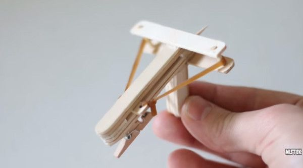how to make a simple crossbow at home