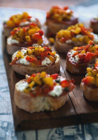 Bruschetta aux poivrons grillés, chèvre & prosciutto - Recette | Trois fois par jour