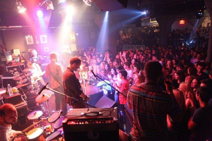 Timisorenii au facut coada la concertul Robin and the Backstabbers
