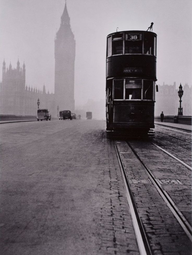 Tram on Westminster Bridge #London 1949  René Groebli