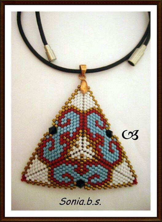 Peyote triangle