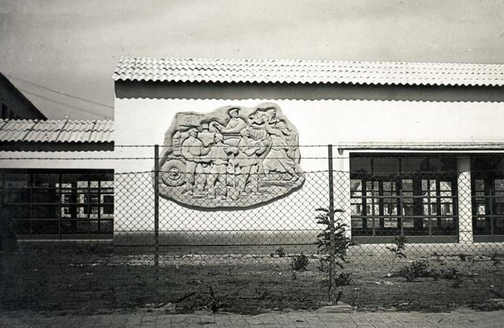 Szolnoki út 5., Kocsis András domborműve (1949).