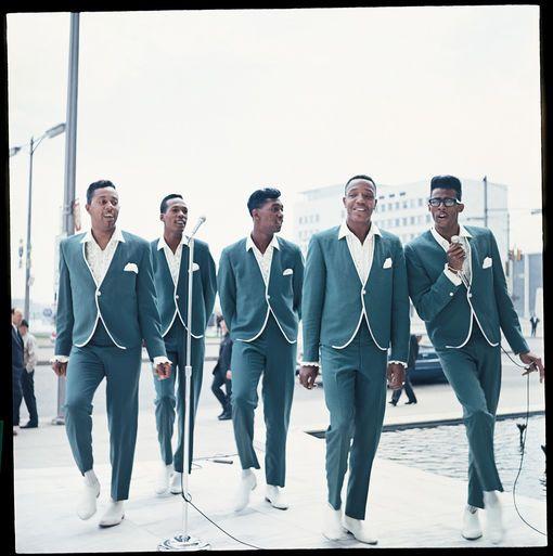 The Temptations interprètent My Girl en 1965 De gauche à droite : Melvin Franklin, Eddie Kendricks, Otis Williams, Paul Williams et David Ruffin