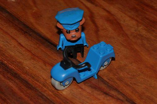 SOLD - LEGO FABULAND VINTAGE MINI FIGURE BERTIE POLICE CHIEF & MOTORBIKE 3669 1984 RARE - SOLD