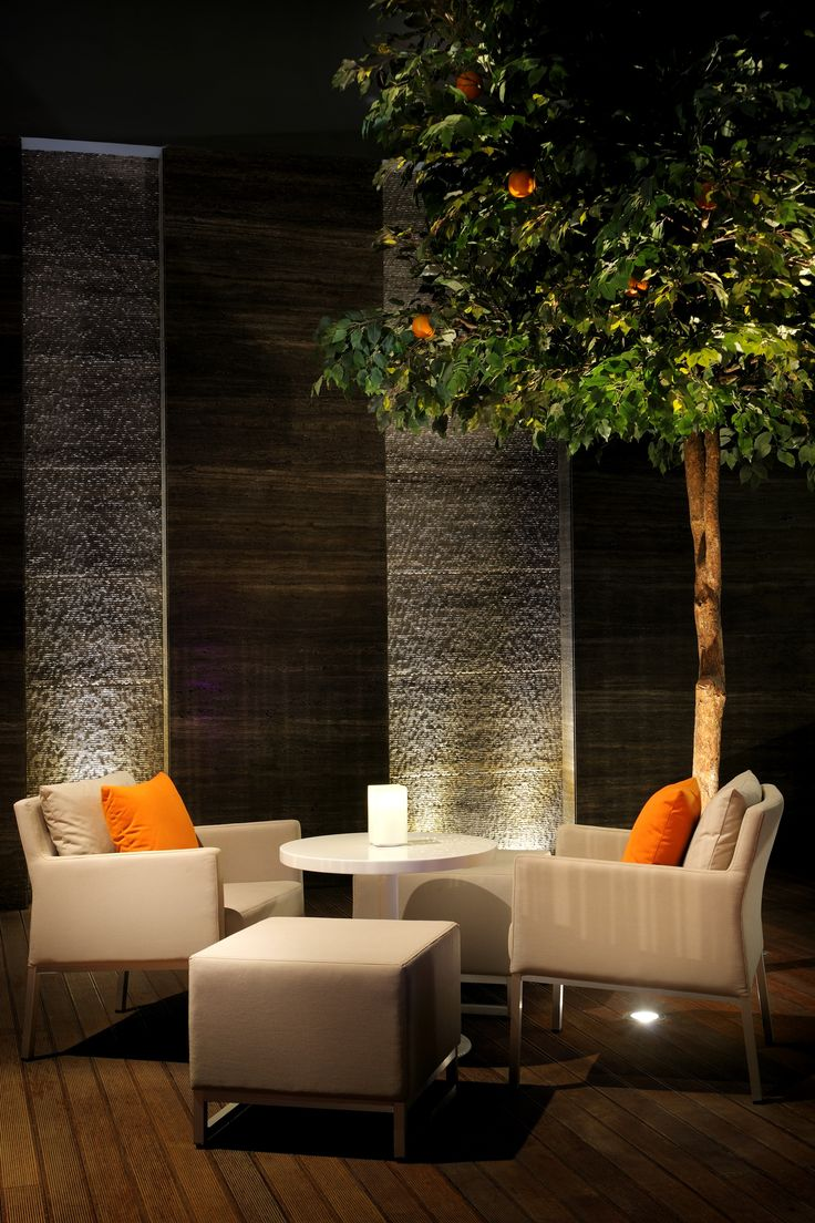 Waterfall wall and wood panels guests waiting area for Waterfall restaurant design