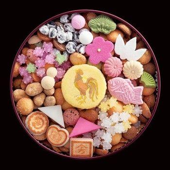 日頃の手土産だけではなく、大切な日の手土産などにもどうぞ。干支の絵柄の麩焼きや、和風のクッキー、華やかな金平糖・・・。新年に相応しいおめでたい冨貴寄です。縁起のいいお菓子で華やかなお年賀を。