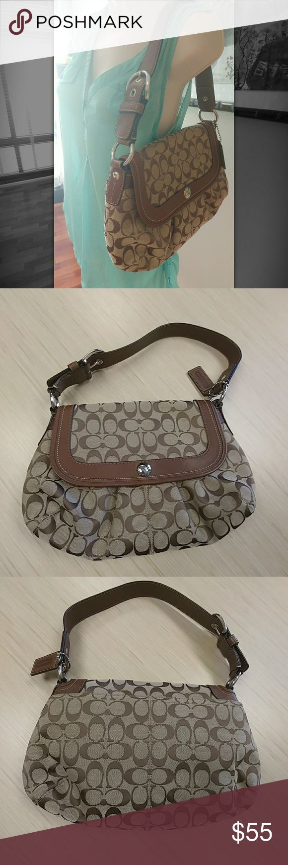 👜Retro Classic Brown Coach purse Retro Classic Brown Coach purse, excellent pre-loved condition. Own this beauty for a steal!  30% off a bundle of three or more items Everything is negotiable Smoke free home Pet free home All items deserve a 2nd chance at happiness Currently not trading Coach Bags Shoulder Bags