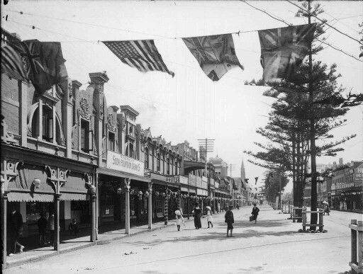 The Corso at Manly, north of Sydney, Australia. v@e.