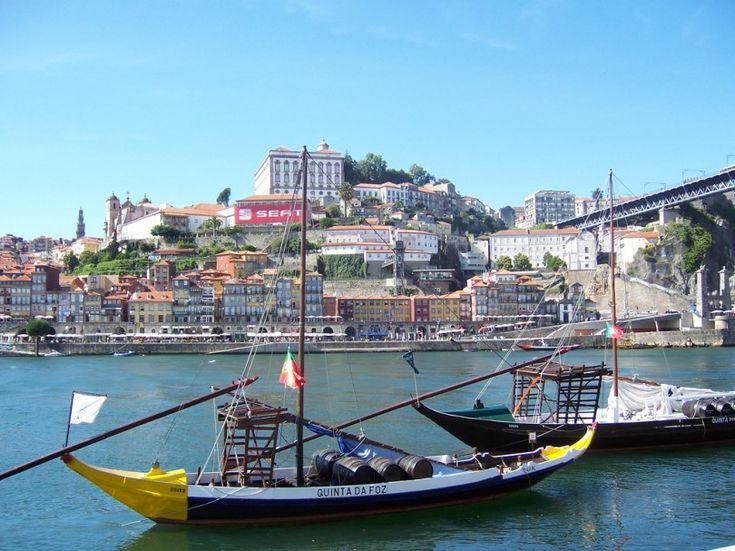 Por su situación privilegiada en la desembocadura del río Duero, #Oporto siempre ha sido un puerto muy activo y muy importante en la vida comercial de Portugal tanto a nivel nacional como a nivel internacional. Te contamos todo sobre la ciudad en el blog.