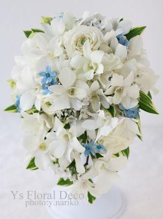 土曜日に東京カテドラル大聖堂にて挙式の新婦さんのため、お作りさせていただいたティアドロップブーケです。デンファレを主体に、春のお花を盛り込みました。ブライ...