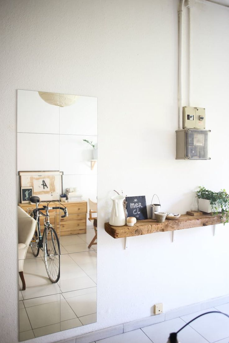 A tiny home with an off-white palette and cozy Mediterranean feel. This space is full of soft and warm light full of restored street finds and carefully thought over purchases. Take a peek at this wonderful mix of Scandinavian and Mediterranean design.