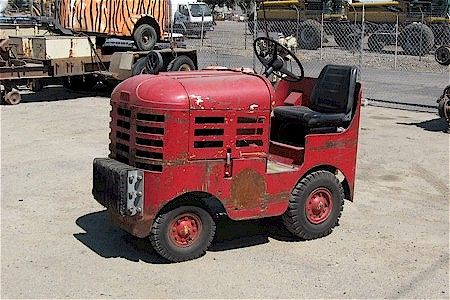 1953 Clark Airport/Warehouse Tug | Tractors made in Battle ...