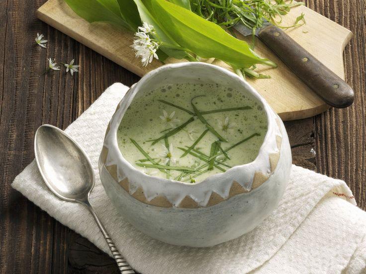 Auch eine köstliche Suppe lässt sich mit Bärlauch zubereiten. Bärlauchcremesuppe - smarter - Kalorien: 141 Kcal - Zeit: 20 Min. | eatsmarter.de