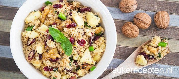 Snel en makkelijk couscous recept met zoete appeltjes, walnoten, cranberries en frisse munt