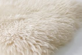 LUDDE schapenvacht   WIN! Stel jouw favoriete slaap- en badkamer samen. Het mooiste bord laten we tot leven komen in IKEA Amsterdam. De winnaar wint ook een IKEA cadeaupas t.w.v. 2.500.-! #IKEAcatalogus
