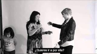 Primer abrazo gay - experimento homófobo subtitulado( - YouTube
