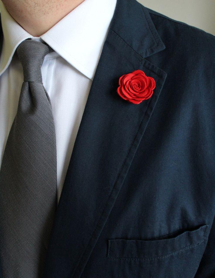 Ozdoba do klopy - červená kožená květina // KOŽENÁ ozdoba do pánské klopy // Průměr cca 3,5 cm. // Zapínání typ odznak. // Bude dodáno v dárkové krabičce :)