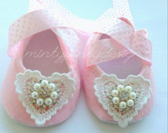 Pink Baby Crib Shoes, Baby Rhinestone Shoes, Baby shoes, Newborn girl shoes, Infant shoes, princess baby shoes, baby booties