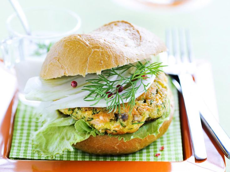 Zalmburger met dillesaus   30 min   Makkelijk   Iets duurder   Noord-Amerikaans   Hoofdgerecht,   Lunch
