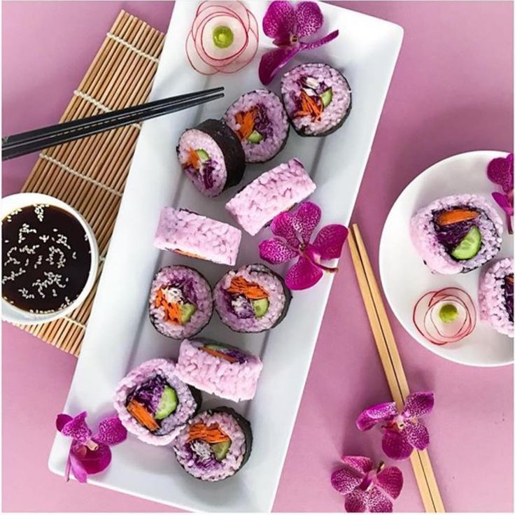 """How to make pink sushi?? EASY, just add some purple cabbage leaves when you boil the rice and it will tint the rice PINK Sushi is so amazing because it's ALL the """"good stuff"""" in one place!! What's your favourite sushi combo?? www.kaylaitsines.com/app @rawcrush"""
