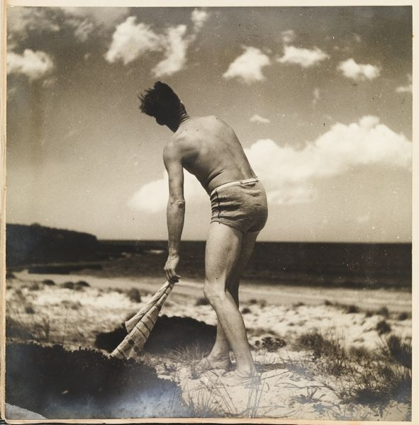 max dupain sunbaker essay ----- ian poole does photography poolefoto  this essay first appeared in  viewing a good version of max dupain's sunbaker, 1937 dark,.