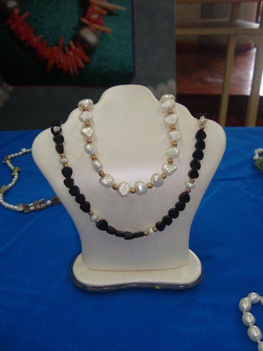 Collares onix y perlas