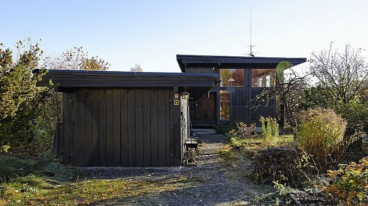 Villa Aass, Ås, 1961. Approach to the entrance. Architects: arkitekt MNAL Are Vesterlid, 1961. Photo: Rickard Riesenfeld for Arkitektur N.