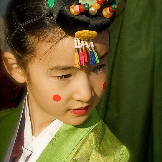 Korean Girl with crown and hanbok
