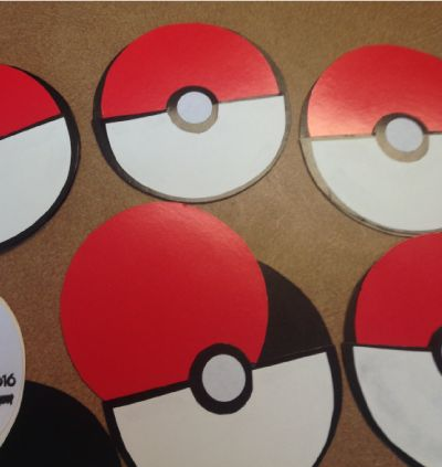Do it yourself easy Pokemon Go Pokeball invitations. Print out the FREE template, trace, cut out and glue. Easy and inexpensive and the kids love them!