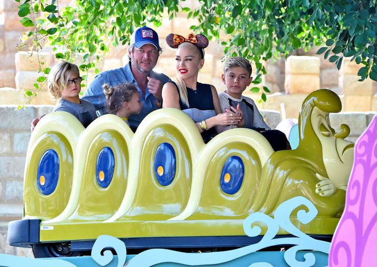 Gwen Stefani and Blake Shelton at Disneyland with Gwen's children and parents