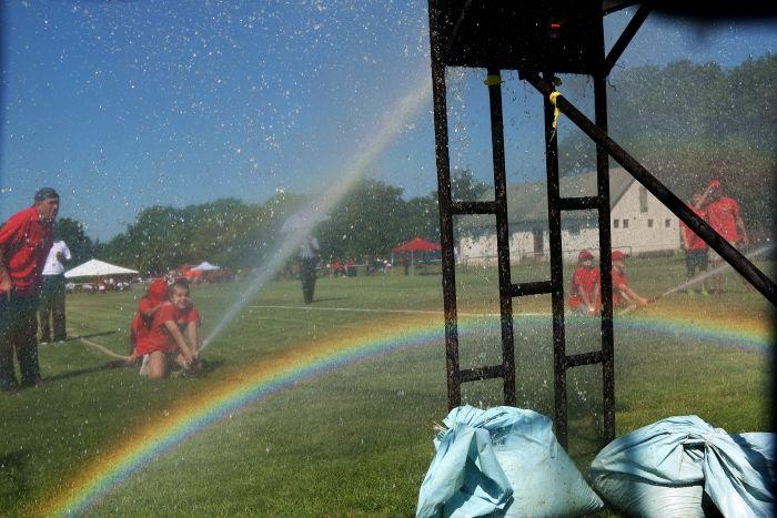 Rozsnyai Attila (Rozso)  130 éves a Csókakői Önkéntes Tűzoltóság 130 éves a Csókakői Önkéntes Tűzoltóság, és így Csókakőn került megrendezésre a Megyei Tűzoltó verseny. Fűrész György polgármester az évforduló alkalmából csapatzászlót adományozott az egyesületnek. Összesen tizenhárom tűzoltóságról ötvenhat csapat érkezett.  A záró ünnepségen Törő Gábor országgyűlési képviselő és Vizi Ignác tűzoltó alezredes, Fejér megye katasztrófavédelmi igazgatóhelyettese is jelen volt. Több kép Attilától…