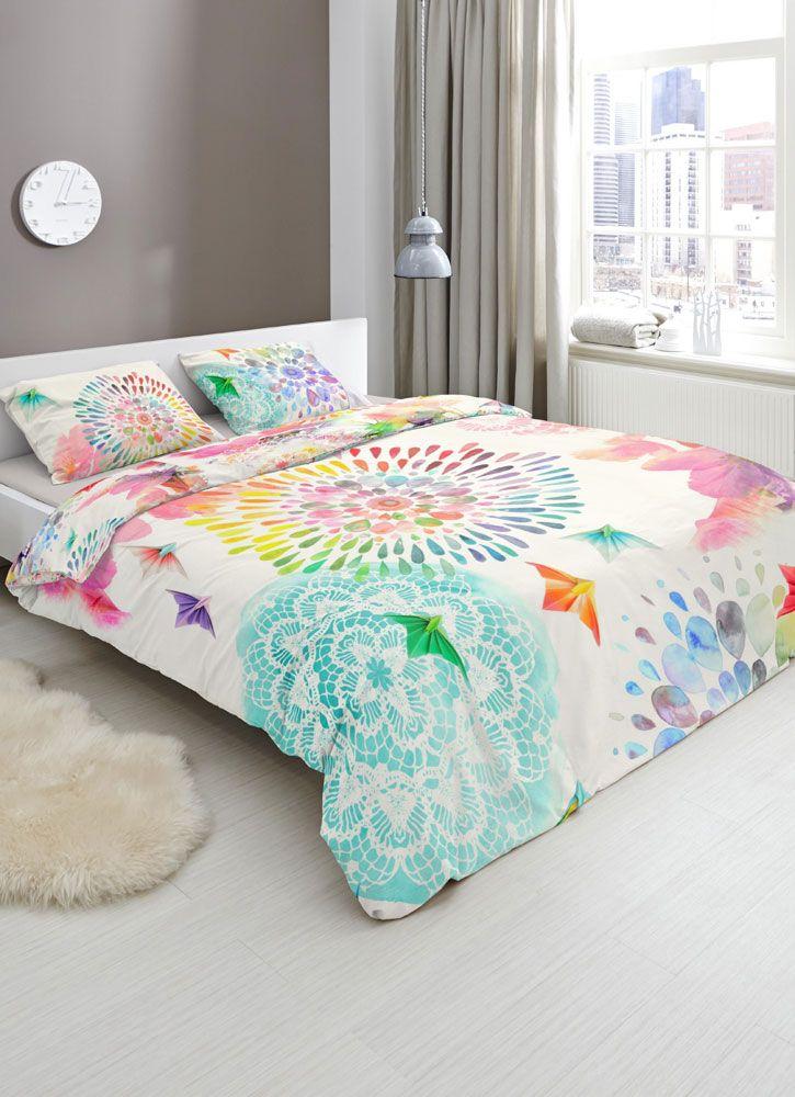 Met het Elessa dekbedovertrek van het merk HIP bent u klaar voor de zomer. Door de vrolijke kleuren krijgt uw slaapkamer namelijk een zomerse look. #hipdekbedovertrek #hip #mandala #rainbow #unicorn #bed #beddengoed #slaapkamer #dekbedovertrek