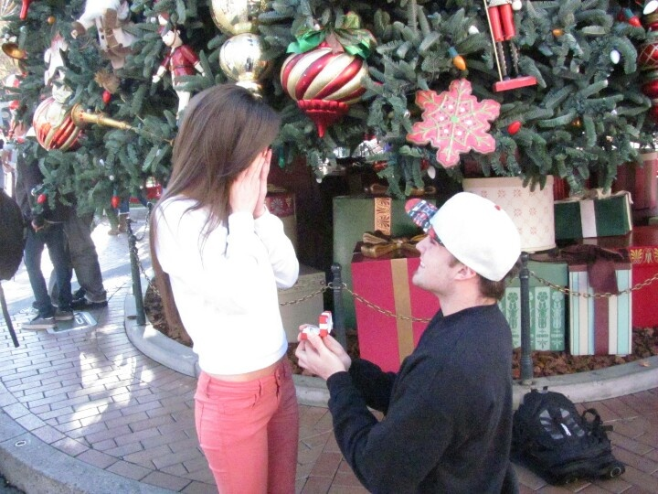 Disneyland Weihnachtsvorschlag   – Laugh a Little