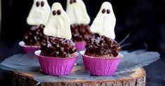 Aprende a preparar Cupcakes fantasma para halloween con las recetas de Nestle Cocina. Elabórala en casa con nuestro sencillo paso a paso. ¡Delicioso! #NestleCocina