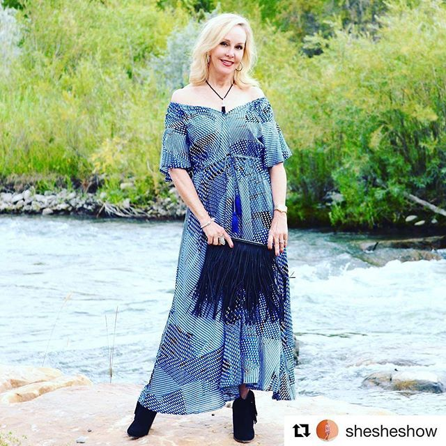 💋#Idyllic ❕Loveliness in romantic blue - heavenly Sheree Frede 62 yrs young @shesheshow who loves #bohemianstyle dresses pls read ab Sheree in our prev. post 💖// #Идиллия ❕Еще фото  #романтический голубой наряд #удивительной Шери Фрид ей 62 года @shesheshow , Шери любит #богемныйстиль пож. читайте о ней подробно в нашем пред. репосте 💖 #Repost courtesy of @shesheshow with @repostapp ・・・ How to Style The Latest Jewelry Trends With JTV.Com on the blog. This tassel necklace and silver and…