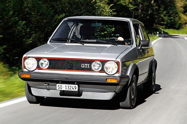 Schon lange suchte der Schweizer Matthias Schär nach einem VW Golf I GTI. Durch Zufall stieß er auf einen Scheunenfund, den er in rund 12 Monaten mit überschaubarem Aufwand restaurierte.