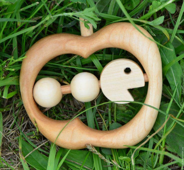 Купить Деревянная погремушка - грызунок Очень голодная гусеница - коричневый, грызунок, деревянная игрушка