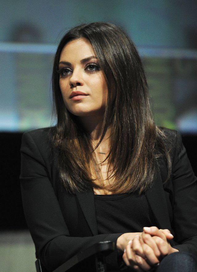 Mila Kunis at event of Oz the Great and Powerful