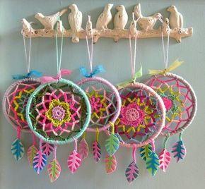 Atrapa sueños de ganchillo, hechos a mano   -   Handmade crocheted dream catchers.