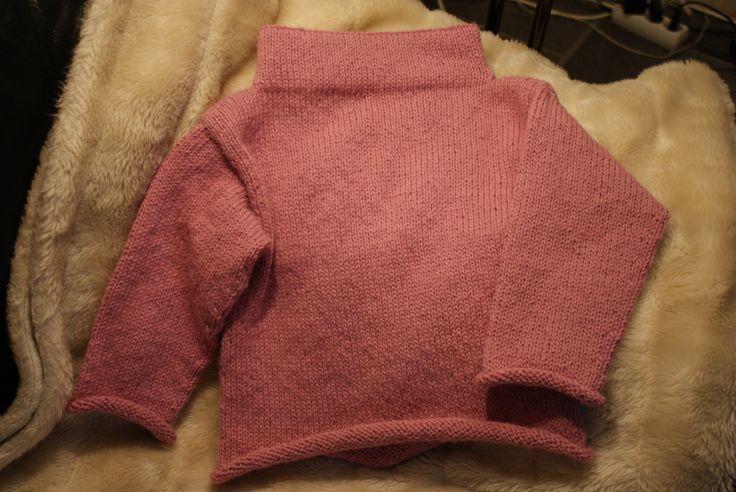Haldis genser fra boka Strikk til mamma og mini i dobbel alpakka fra Drops