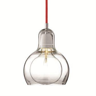 Mega Bulb er faktisk lampen Bulbs yngre søster, til tross for den overlegne størrelsen! Den munnblåste Mega Bulb er en perfekt lampe for større rom og omgivelser. De små uregelmessighetene i det munnblåste glasset gjør hver lampe unik. Fins med transparent plastledning, rød eller svart tekstilledning.