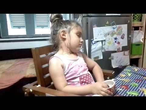 Melania ha sonno - YouTube