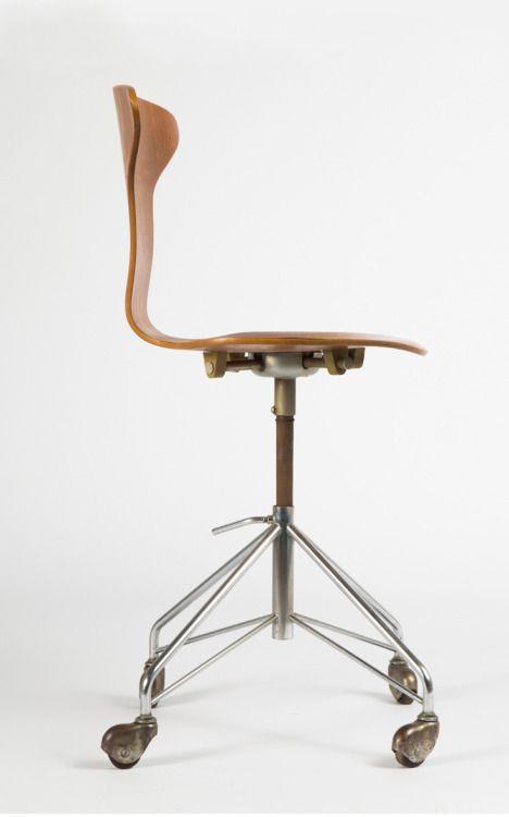 Arne Jacobsen, swivel chair Mosquito, designed 1955. For Fritz Hansen