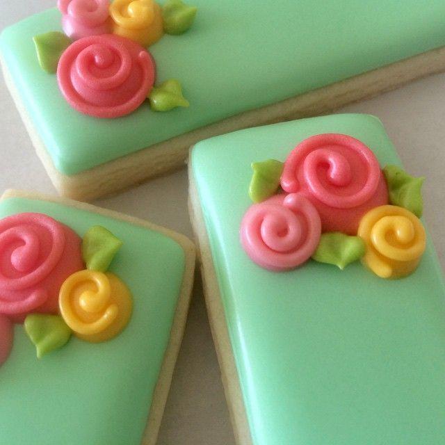 Simple rose cookies