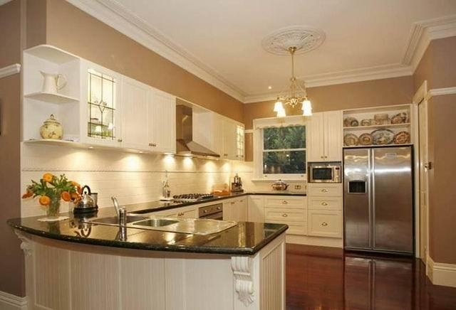 The lighting in this kitchen is great. What kind of lighting do you like in your kitchen?     For more of Wayne Stewart Builder's work, click here: www.hipages.com.au/waynestewartbuilder