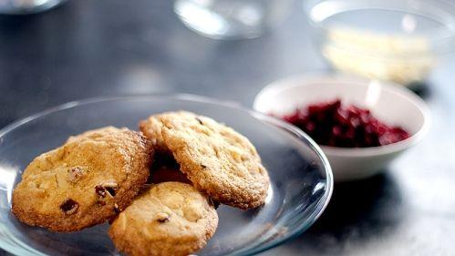 Biscuits au chocolat blanc, au gingembre et aux canneberges