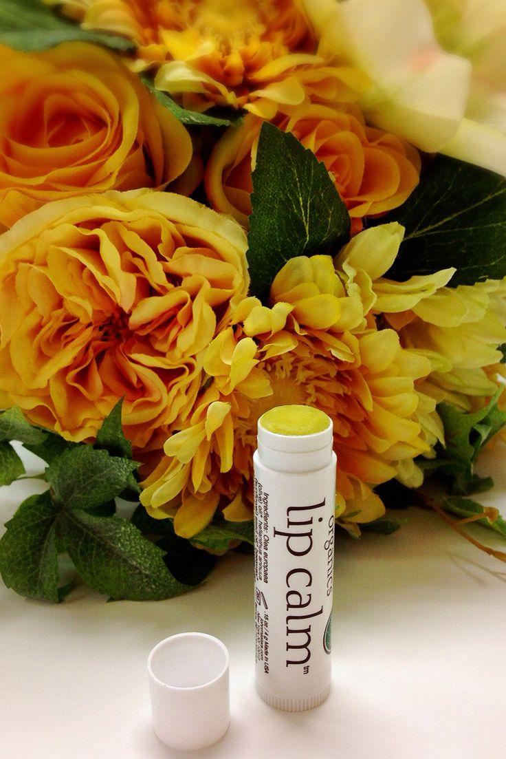なめらかなテクスチャーで、乾いた唇にもなじみやすく、保湿力は感動もの♡べたつきがないので、口紅の下地としても重宝します。オーガニックオリーブやミツロウをベースとし、1度塗ると潤いを5時間キープ!マンダリンをはじめとするオーガニックアロマの香りを楽しめるのも魅力。外出先での潤いケア&リフレッシュに♡  ◎VOCE 8月号 i-Voce29万人の超本音ランキング リップケア部門 第1位 受賞