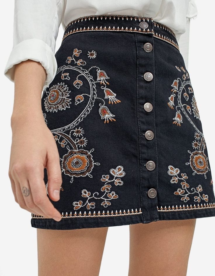 Interesting skirt...I like the buttons and embroidery but theres something about it that I can't put my finger on
