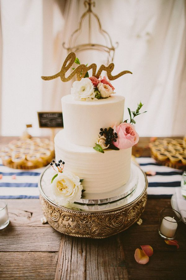 Garden Wedding With Vintage Details Cakes Sweets Weddings