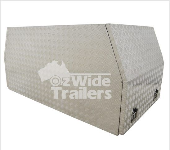 Cross deck Aluminium toolbox with our standard 2.5mm aluminium checker plate. Contact us today!